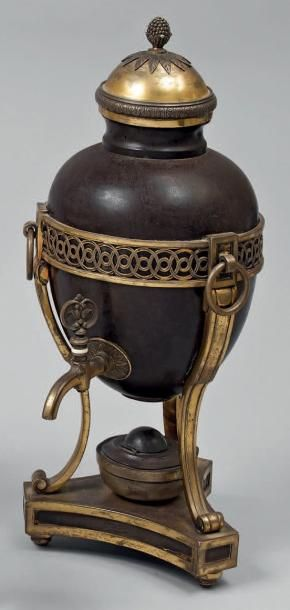 Fontaine à thé ovoïde en métal laqué brun...