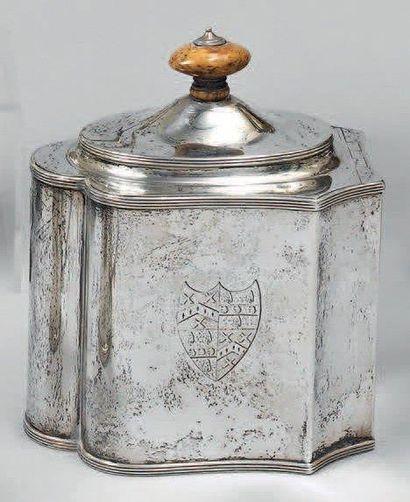 Boîte à thé polylobée en argent, gravée d'armoiries...