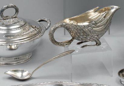 Saucière ovale en argent ciselé figurant...