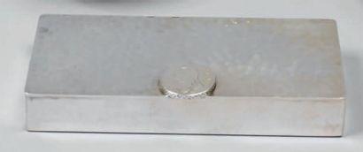 Boîte rectangulaire en métal argenté martelé,...