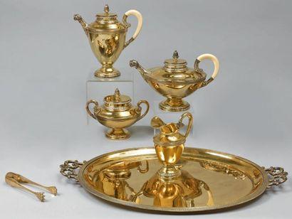 Service à thé-café en vermeil de style Empire...