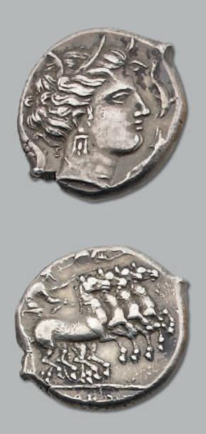 Tétradrachme. 17,49 g. Tête de Tanit à droite....
