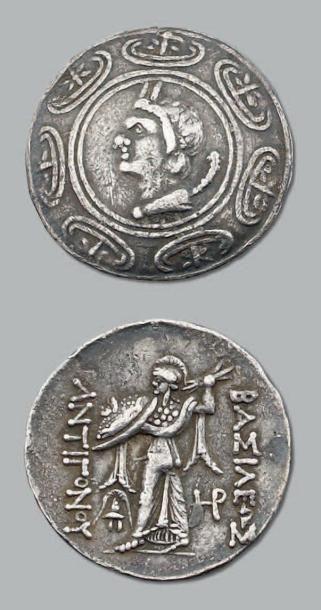 Tétradrachme. 16,58 g. Bouclier macédonien....