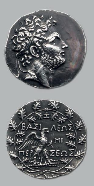 Tétradrachme. 16,72 g. Tête de Persée diadémée...