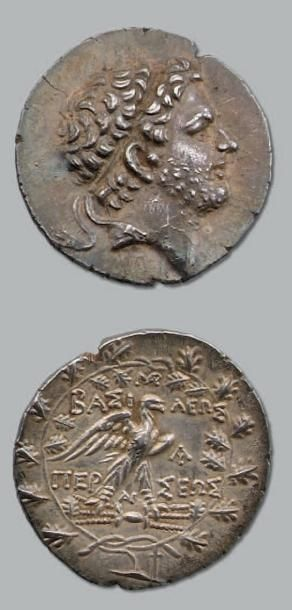 Tétradrachme. 15,49 g. Tête de Persée diadémée...