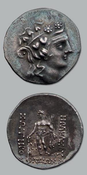 Tétradrachme (150-120 av. J.-C.). 16,73 g....