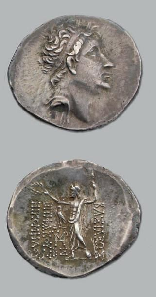 Tétradrachme. 16,68 g. Tête de Nicomède imberbe...