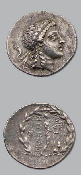 Tétradrachme. 15,95 g. Tête laurée d'Apollon...