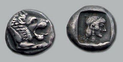 Drachme. 6,26 g. Tête de lion à droite, gueule...