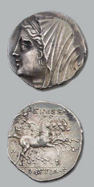 Seize Litrae. 13,50 g. Règne de Hiéron II...