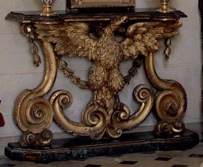 Console en bois doré, le plateau soutenu...