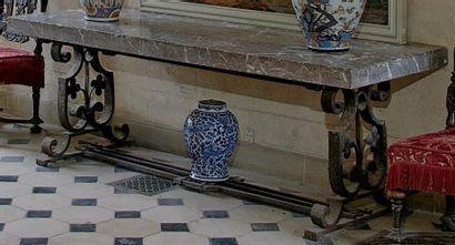 Grande table console à plateau de marbre...