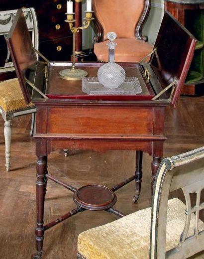 Table mécanique à volet contenant un plateau...
