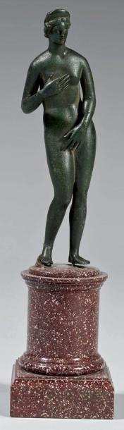 Aphrodite pudique diadémée. Bronze, belle...