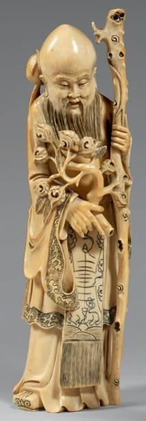 Statuette de Shoulao debout en ivoire à patine...