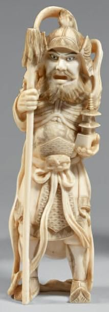 Okimono en ivoire, Shoki debout tenant une...