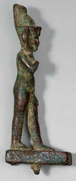 Dieu enfant. Bronze patine verte croûteuse.(Manque la main droite).Égypte, époque...