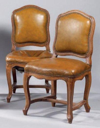 Paire de chaises à dossier plat violoné en...