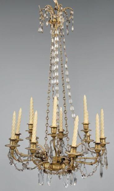 Lustre couronne en bronze doré à douze branches...