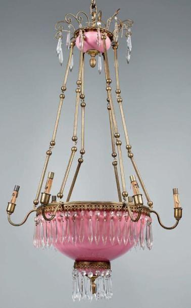 Suspension à six lumières en opaline rose...