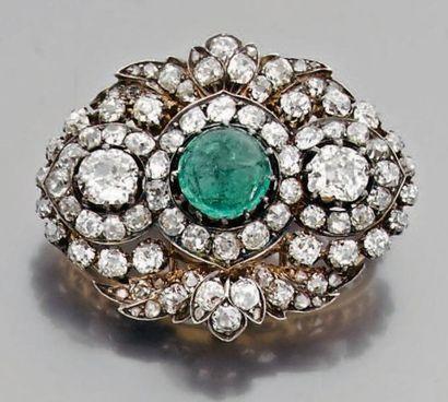 Broche ovale en or et argent pavée de diamants...