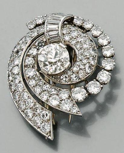 Petite broche circulaire en platine et or...