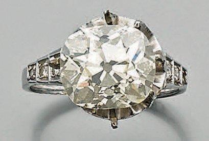 Diamant coussin pesant: 4,88 ct. Avec une...
