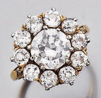 Bague en ors de deux tons sertie d'un diamant...