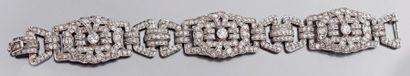 Bracelet articulé en platine ajouré serti...