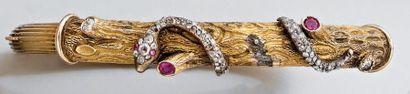 Bracelet rigide ouvrant en or jaune, le dessus...