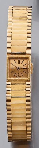 Montre-bracelet de dame, carrée, en or jaune...
