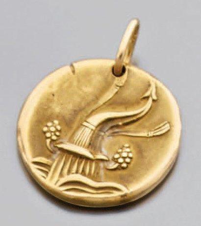 Médaille ronde en or jaune gravé double face...