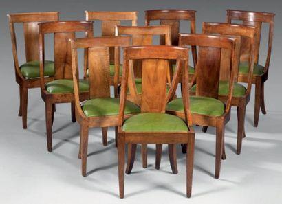 Suite de dix chaises de salle à manger en...