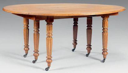 Table de salle à manger en chêne à volets...