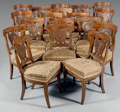 Suite de dix-huit chaises en acajou à dossiers...