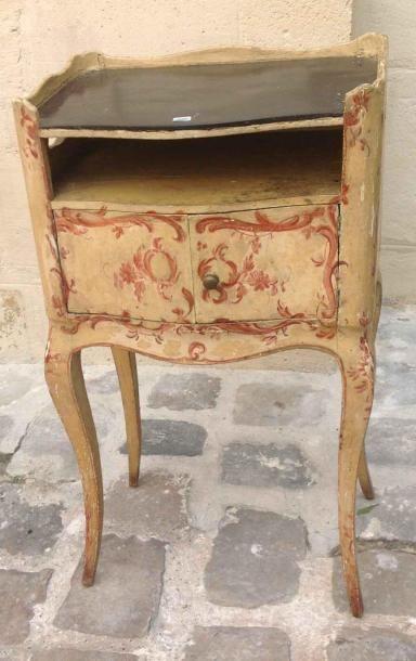 Table-chevet. Style Louis XV. XIXème si...