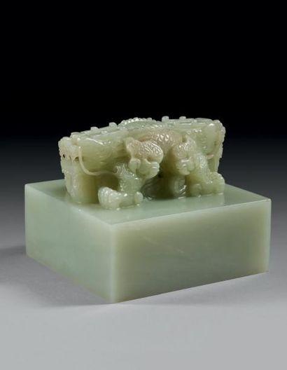 Cachet de forme carrée en néphrite céladon...