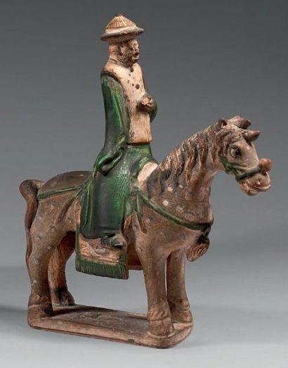 Statuette de cavalier à l'arrêt en grès émaillé...