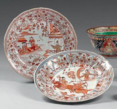 Paire d'assiettes en porcelaine décorée en...