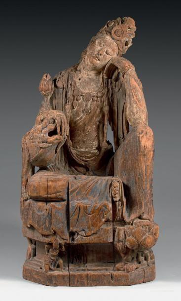Importante statue de Guanyin en bois à traces...