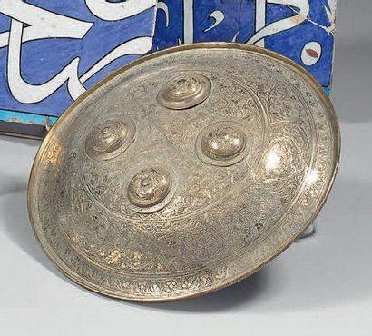 Bouclier en laiton, Cachemire, XXe siècle....