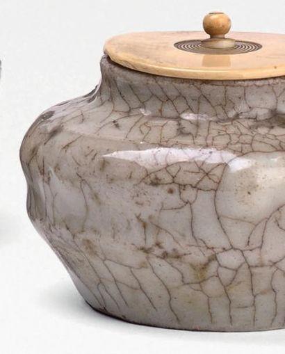 Époque EDO (1603-1868), XVIIe/XVIIIe siècle Chaire (pot à thé) de forme balustre...