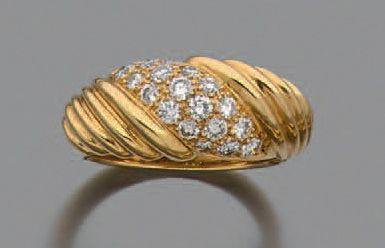Bague en or jaune 750 millièmes à décor de...
