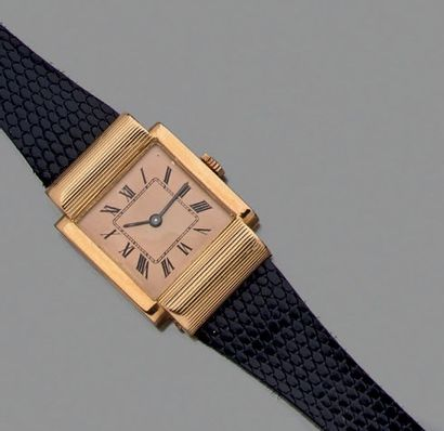 Montre-bracelet, la montre de forme carrée...