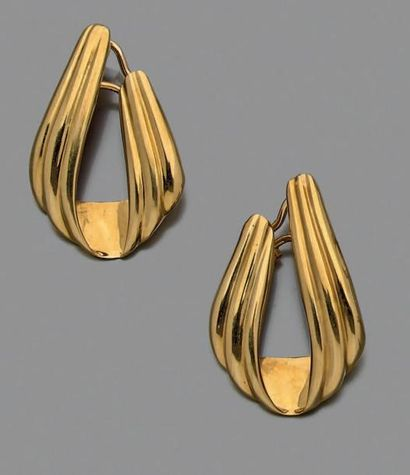 Paire de boucles d'oreille en or jaune 750...