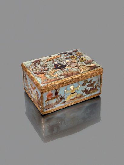 Boîte montée à cage en or jaune gravé et...
