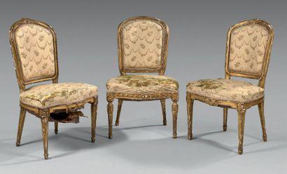 Trois chaises à dossier cabriolet en bois...