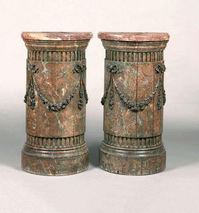 Paire de demi-colonnes à hauteur d'appui...