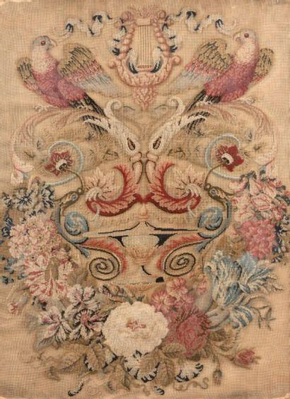 Panneau en tapisserie au point orné de perroquets...