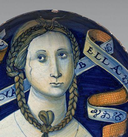 CASTELDURANTE ou DUCHÉ D'URBINO Circa 1530 Grande coupe ronde à petit piédouche,...